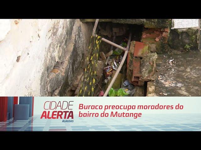 Buraco preocupa moradores do bairro do Mutange