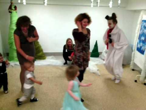 Новогоднее представление Путешествие снеговика в студии Счастливый малыш