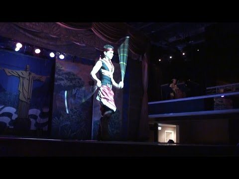 Самба шоу - танец крутильщика. Рио-де-Жанейро, Бразилия. Samba show.  Rio de Janeiro, Brazil