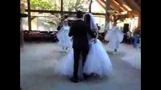 Самый шикарный первый танец который я видел когда-либо!!