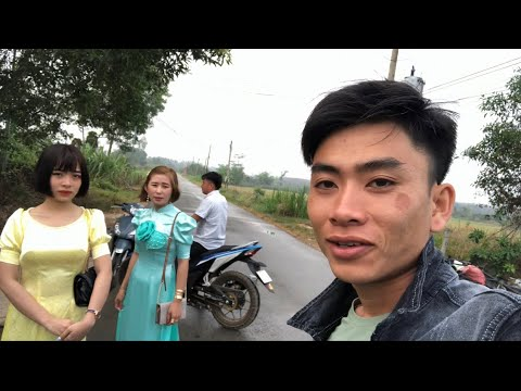 Dung Ế và Em Gái Thuận Gòm Đi Chùa Quá Lầy Lội – Mùng 1 Tết   Thuận Gòm Vlogs
