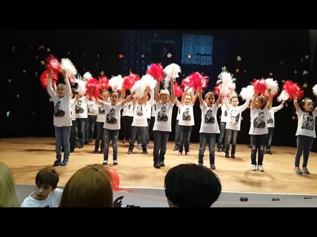 3 C sınıfı Cumhuriyet Bayramı gösterisi