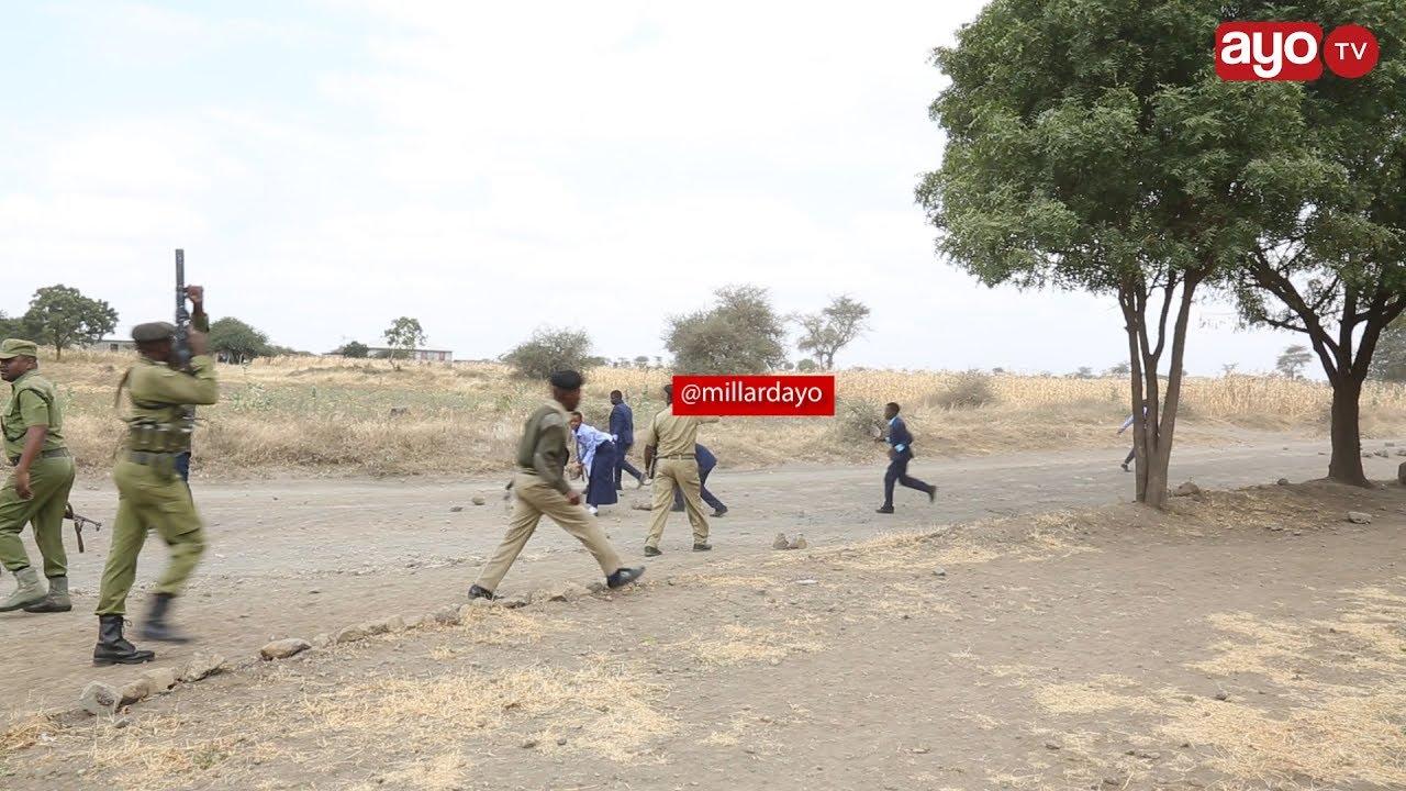 Download POLISI WAFYATUA MABOMU KUTAWANYA WANAFUNZI WANAODAI MILLION 78
