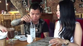 Dương Minh Tuyền Đi Cafe Với Em Gái Xinh