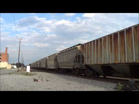 Evening Railfanning At Pomona Yard in Greensboro NC With SD40-2's, CN, BNSF, UP, & CREX Power