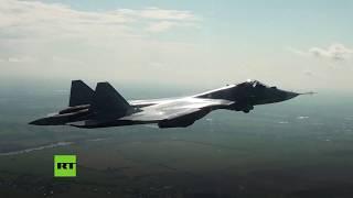 Cazas furtivos Su-57 en vuelos de entrenamiento antes de ser exhibidos en el salón MAKS-2019