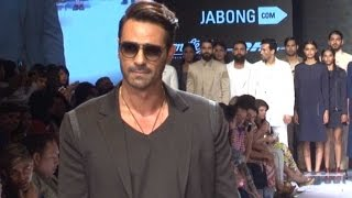 Arjun Rampal�s Cool Ramp Walk At Lakme Fashion Week 2015