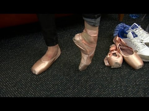 Male Ballet Dancers Go 'En Pointe'