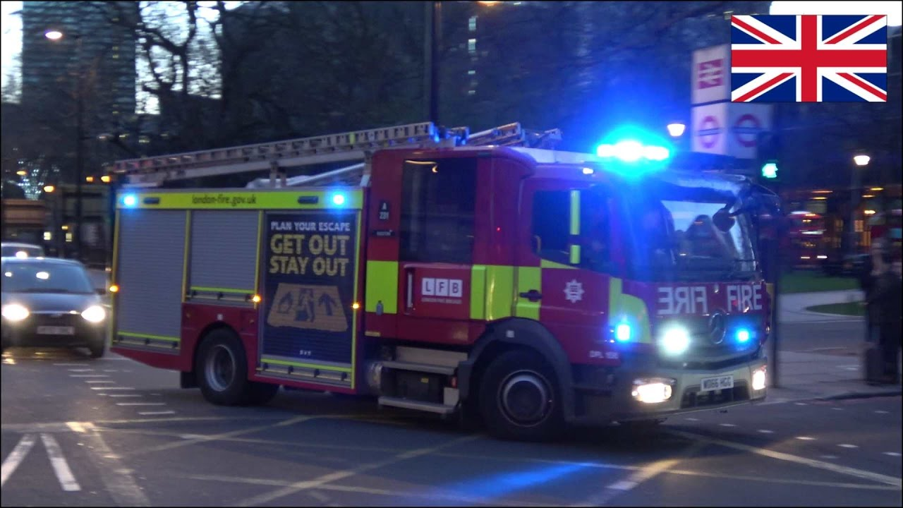 Fire Engine Responding New London Fire Brigade Pump With Siren And Lights