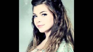 Caroline Costa -J