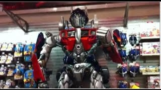 TOYS R US Adventure!! BeybladeGeeks @ New York City Time Square - Bey Hunting, Rides and Exploring!!