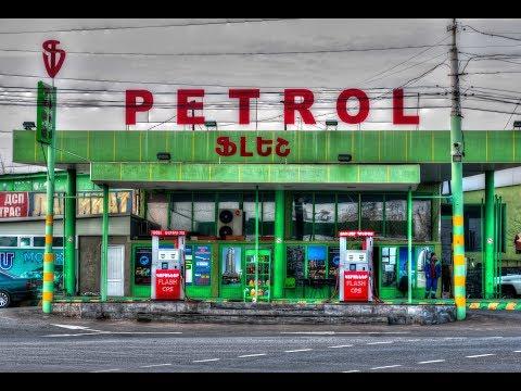 3-Poste d'essence, voitures et trains