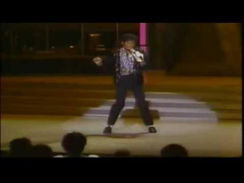 Michael Jackson - Billie Jean (his 1st moonwalk performance)