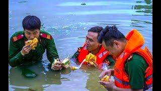 Dân vùng biển điều ghe, nấu bánh chưng cứu trợ dân vùng lũ