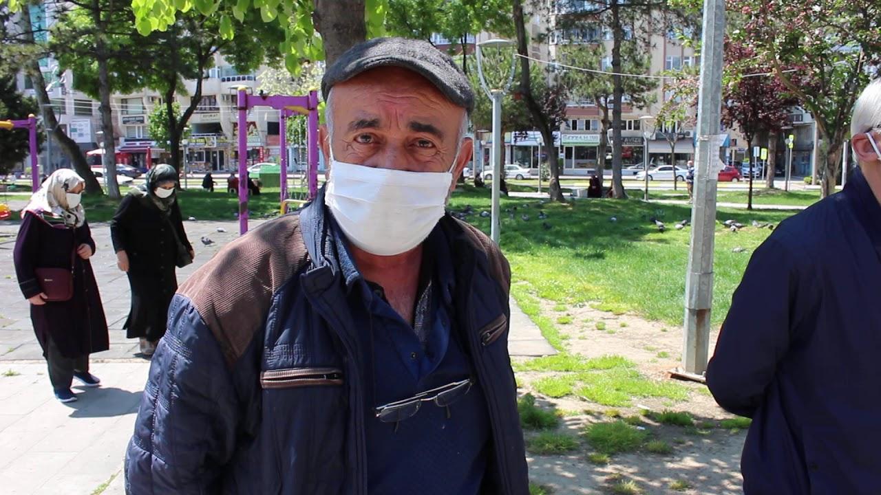 Bafra'da 65 Yaş ve Üzeri Vatandaşlar Sokağa Çıkarak Güneşli Havanın Tadını Doyasıya Çıkardılar