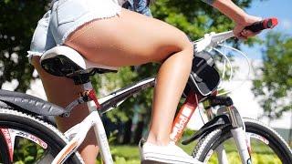 Девушки на велосипедах BMW!