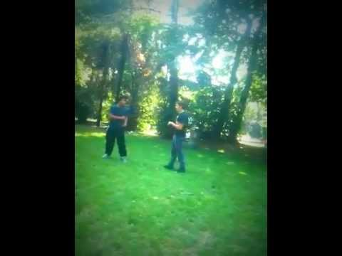 Naim e Alberto si prendono a calci
