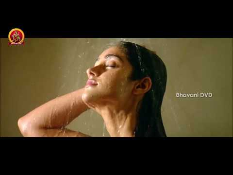 Siddharth And Ileana Romantic Scene - Aata Movie Scenes