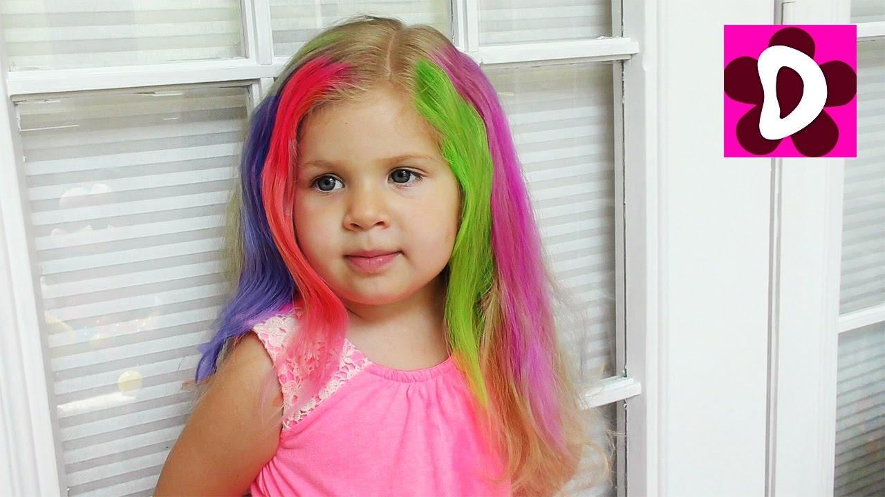 Играем в Салон Красоты, Мелки для волос - красим Диане Волосы в разные Цвета Видео для Детей