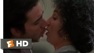 Moonstruck (6/11) Movie CLIP - A Wolf Without a Foot (1987) HD