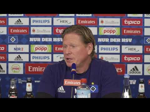 HSV-Trainer Gisdol vor dem Spiel auf Schalke
