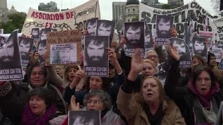 Video: Masiva marcha por desaparecido en protesta mapuche en Argentina