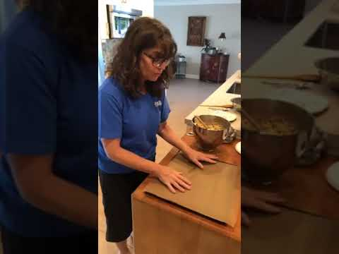 Cooking with Miss Ronni - Chocolate Chip Cookies!