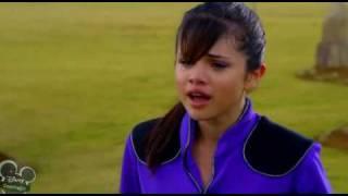 Les Sorciers de Waverly Place (Le film) - Alex fond en larmes.