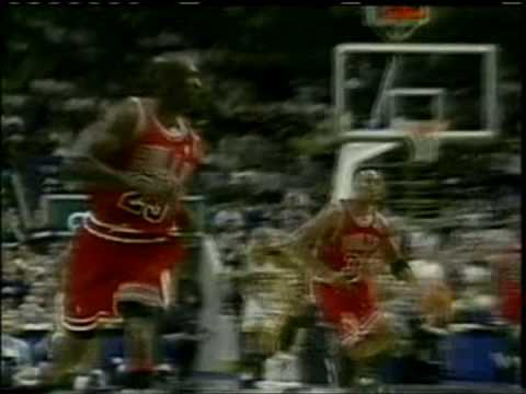 Pippen dunks on Travis Best - Play-offs 1998 Bulls vs. Pacers Amazing