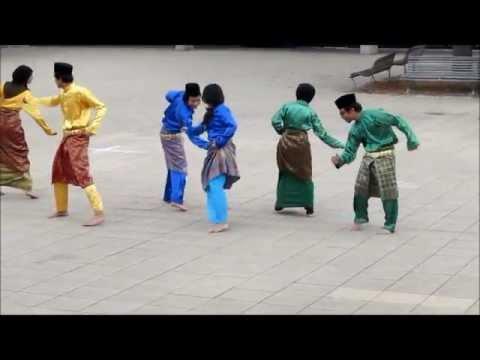 Zapin (modern song) SYOK! Malaysia Canberra 2012 [HD]