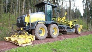 HBM Grader mit Stehr Forstausrüstung für die Wegepflege