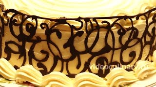 Украшение торта шоколадным орнаментом - Рецепт Бабушки Эммы(Рецепт - Украшение торта шоколадным орнаментом от http://videoculinary.ru Бабушка Эмма делится Видео-рецептом Украшен..., 2015-02-18T12:05:30.000Z)