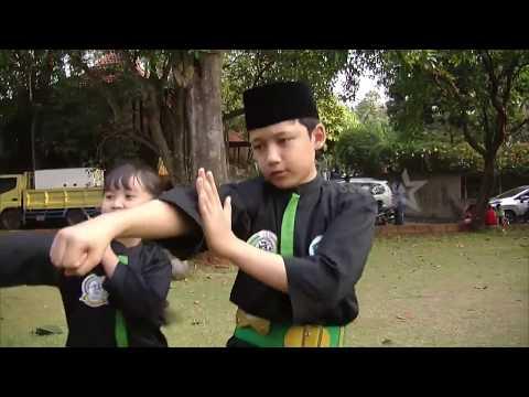 Sholawat Dan Aksi Silat Di Ulang Tahun Alwi Assegaf