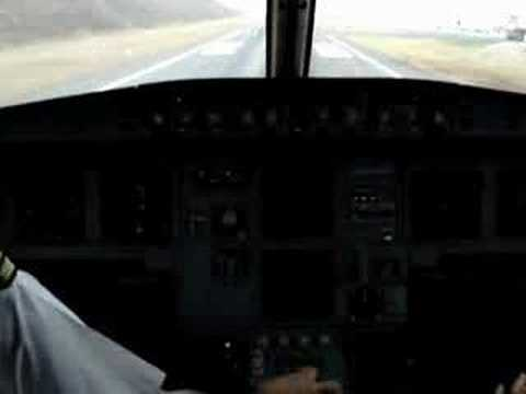 A-320 Cockpit View: Difficult Landing