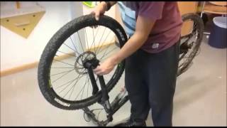 fahrrad vorderrad mit bremsscheibe ein und ausbauen. Black Bedroom Furniture Sets. Home Design Ideas