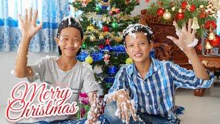 NERF WAR CHRISTMAS SANTA CLAUS BATTLE
