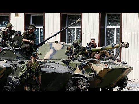 Ukraine : colonne de blindés et de miliciens pro-russes à Slaviansk