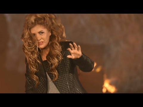 Aline Lahoud - Mesh Hon (Official Music Video) ألين لحود - مش هون