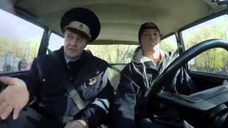 Даниил Квят сдает на права в России Daniil Kvyat gets a driver's license