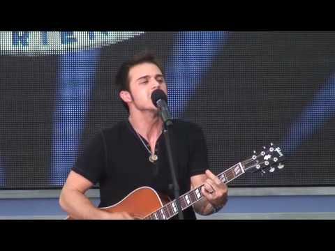 American Idol Kris Allen sings Heartless at Disney World