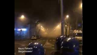 Bergamonews - Scontri ultrà-polizia dopo Atalanta-Roma: 2 feriti thumbnail