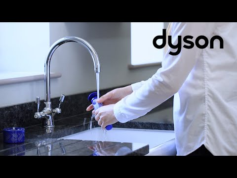 Dyson V6 cord-free vacuums - Washing the filters (US)