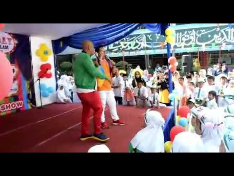 Sapri pantun & bang boy di kerubutin anak sekolah - YouTube