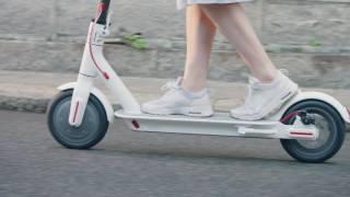 Xiaomi Mijia Electric Scooter(Сегодня Xiaomi официально презентовала электросамокат, который может проехать до 30 км на одном заряде аккумул..., 2016-12-13T12:17:56.000Z)