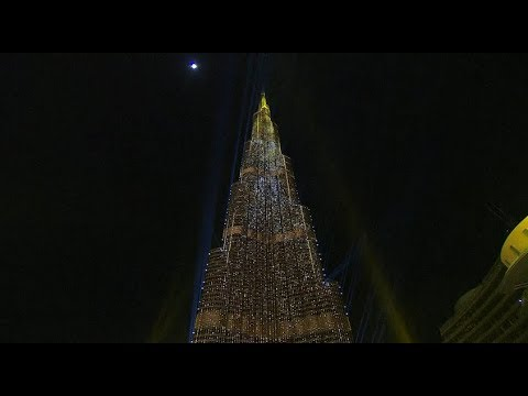 Dubai New Year 2018: midnight light show at the Burj Khalifa