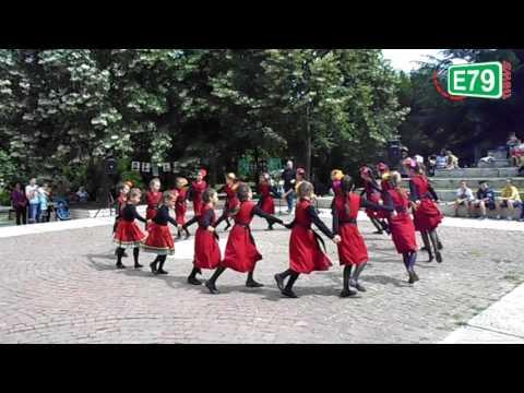 Деца показаха магията на българския фолклор в Благоевград