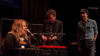Justin Townes Earle / Emily Gimble - Trouble In Mind (Live on eTown)