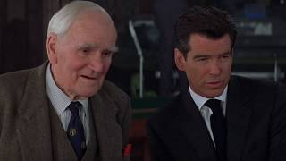 THE WORLD IS NOT ENOUGH | Desmond Llewelyn's last scene as Q