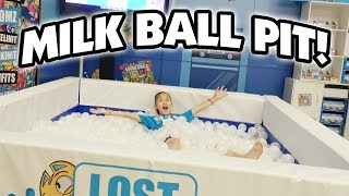 MILK BALL PIT!!! Watermelon Smash, Shopkins, Fingerlings, Kinetic Sand! CLAMOUR 2018 - DAY 3