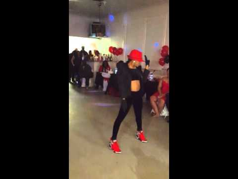 Tee solo dance
